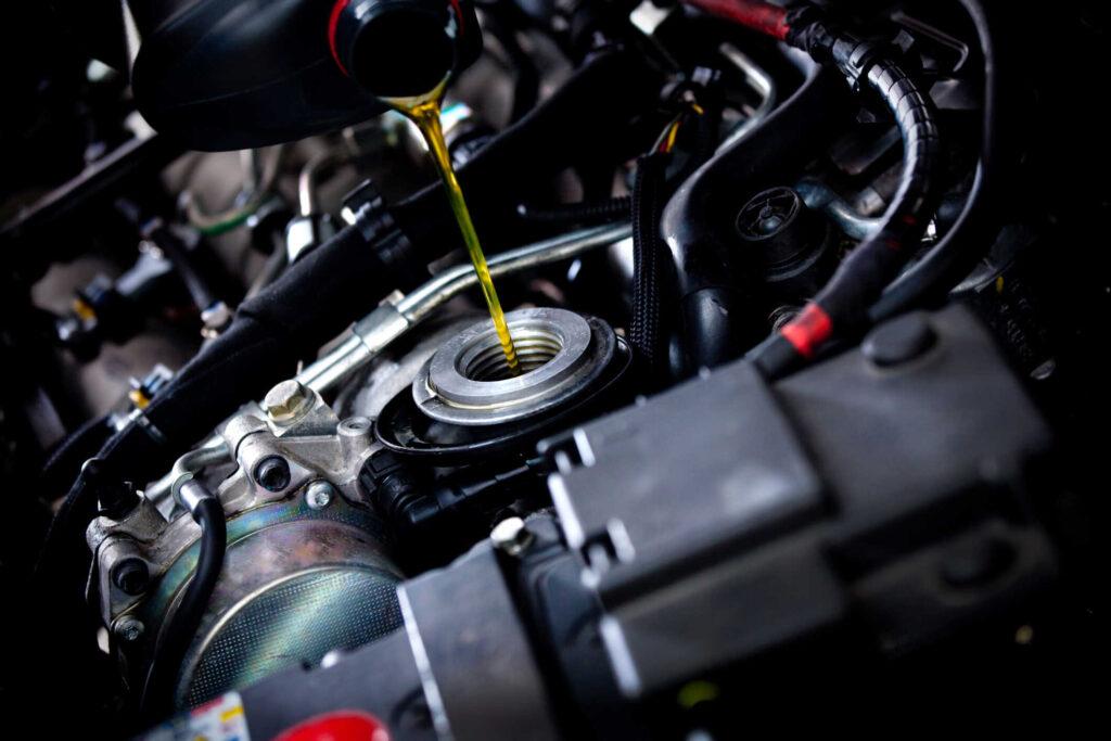 olej silnikowy 1024x683 - Blog